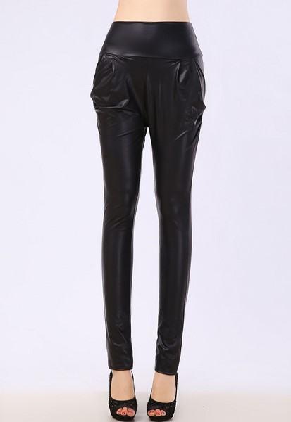 Levně Dámské kalhoty - kožený LOOK černé