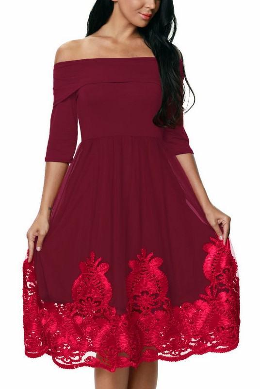 Levně Dámské šaty s aplikací Coleta - burgundy
